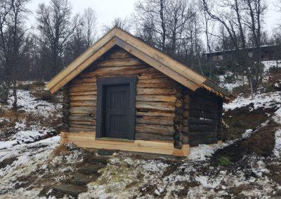 Restaurering av gammel laftet uthus - 4