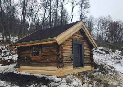 Restaurering av gammel laftet uthus - 5