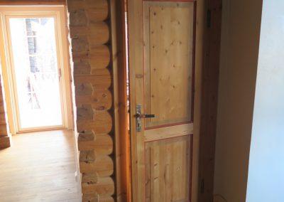 restaurert interiør i gammel hytte-1