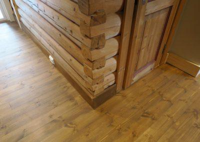 restaurert interiør i gammel hytte-4