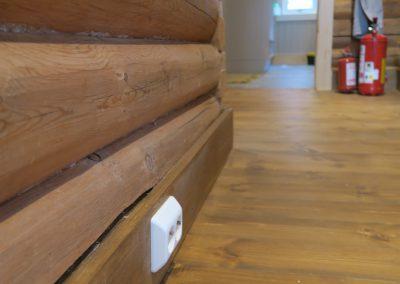 restaurert interiør i gammel hytte-5