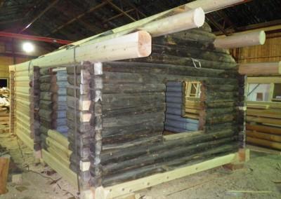 Tilbygg og restaurering i gammelt laft på laftehytte-4
