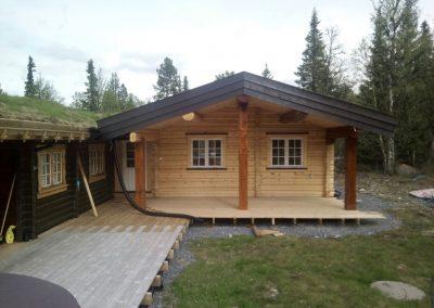 håndlafta tilbygg på hytte -2